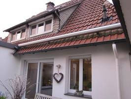 Bei zu geringer Höhe ist auch eine Montage der Markise auf dem Dach möglich.
